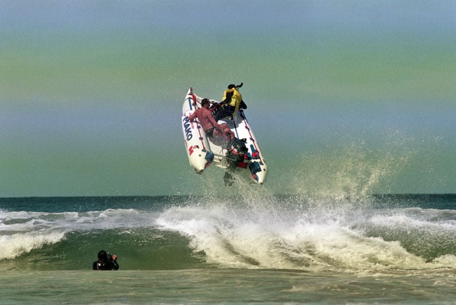 Jumping wave with inflatable racing boat